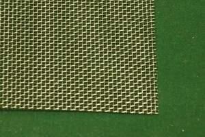 Wire screen mesh floor bird feeder