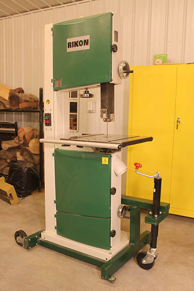 Mobile band saw: wheels, castors, mobile base, moves easily, small shop, dust control, wall #bandsaw #band #saw #mobile